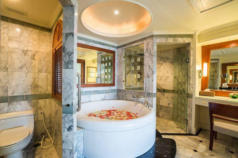 lyuks-s-odnoj-spalnej-v-royal-wing-suites-spa-hotel-pattaya (3)