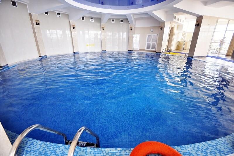 Фото бассейна в «Горный воздух»