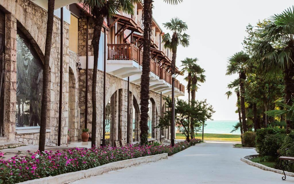 Фото территории отеля «Абаата» (Гагра)
