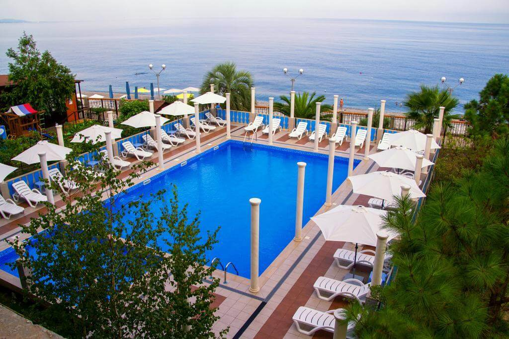 Бассейн в Alex Beach Hotel