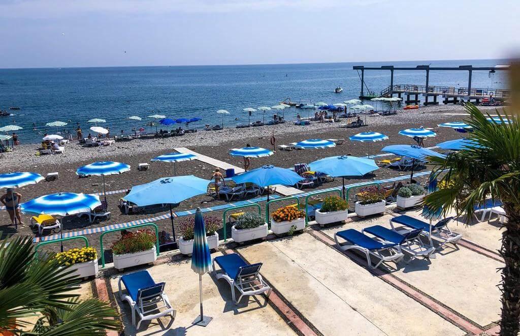 Фото пляжа санатория «Одиссея» в Лазаревском