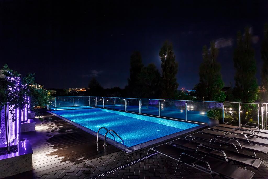 Remvi - отель с бассейном на крыше в Витязево
