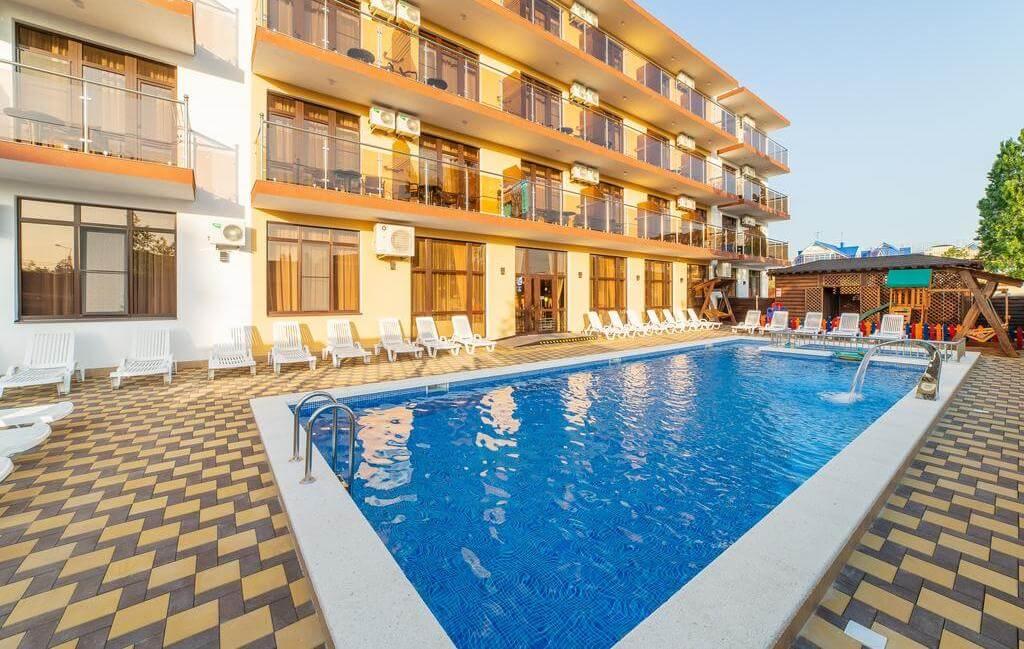Фото отеля Leonsia Family Hotel
