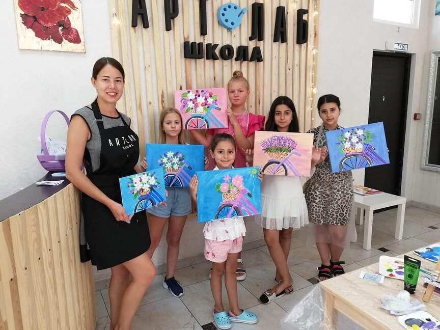 Урок рисования в школе АртЛаб