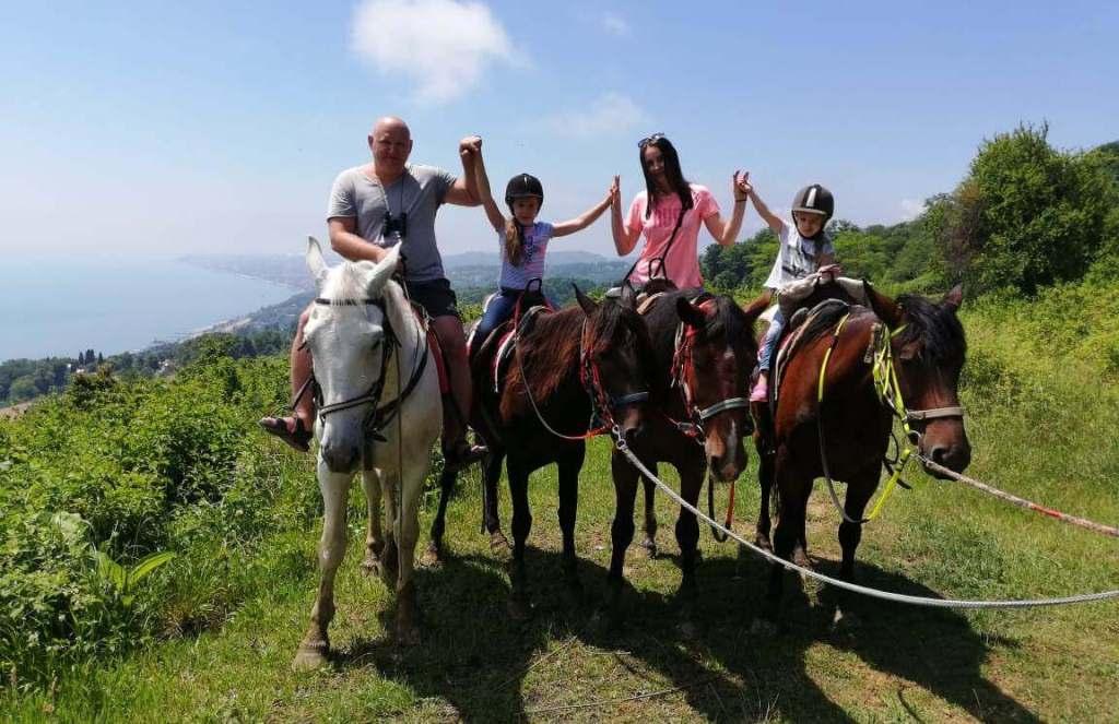 Фото с конной прогулки в Сочи