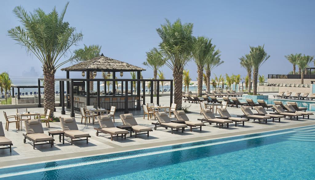 Фото бассейна в гостинице DoubleTree by Hilton Resort & Spa