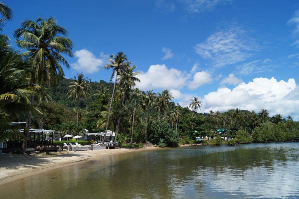 Фото пляжа у отеля Mercure Koh Chang Hideaway