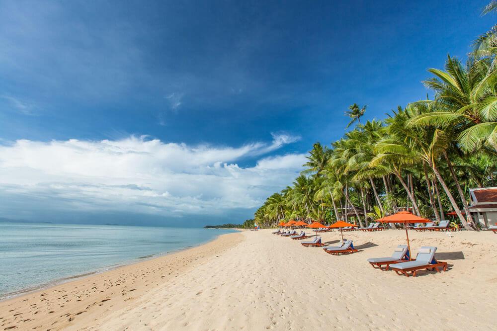 Фото пляжа Маэнам напротив отеля Santiburi Beach Resort