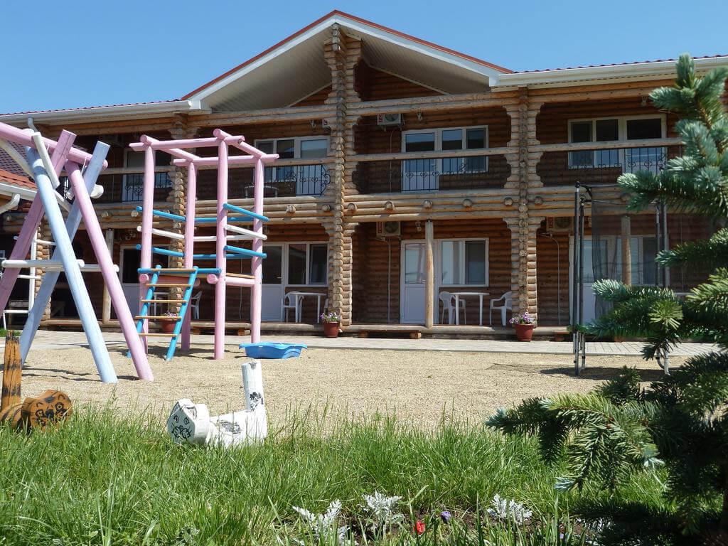 Фото гостевого дома Экодом Белые Росы в Анапе для статьи «Анапа. Отдых у моря с детьми недорого – это реально»