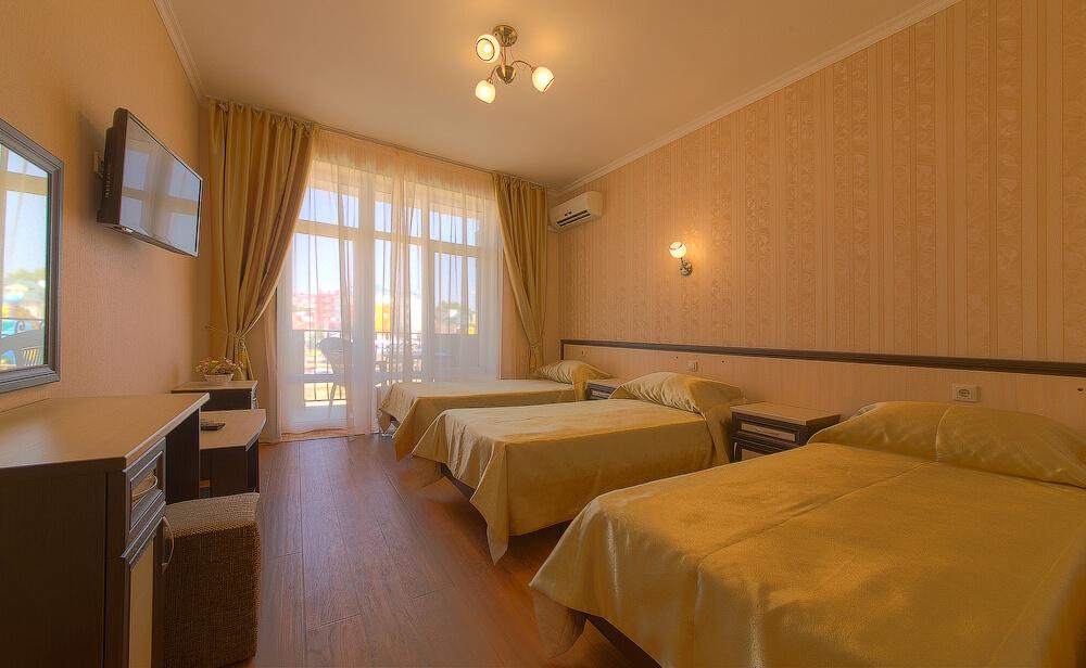 Трехместный номер в отеле Атлас, Витязево