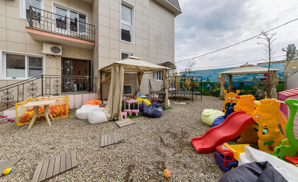 Фото детской площадки в гостинице Хлоя