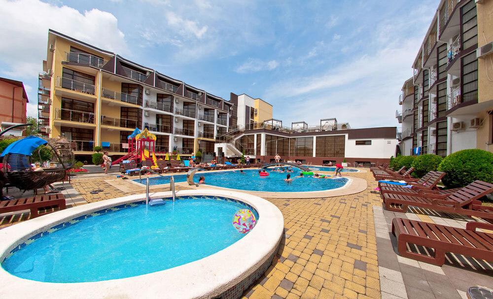 Фото отеля Понтос к статье о стоимости проживания в гостиницах Витязево