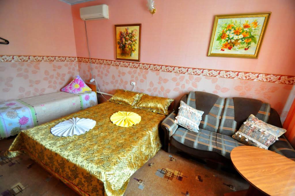 Акварель: благодаря таким вот гостевым домам, в Витязево отдых с детьми обходится недорого