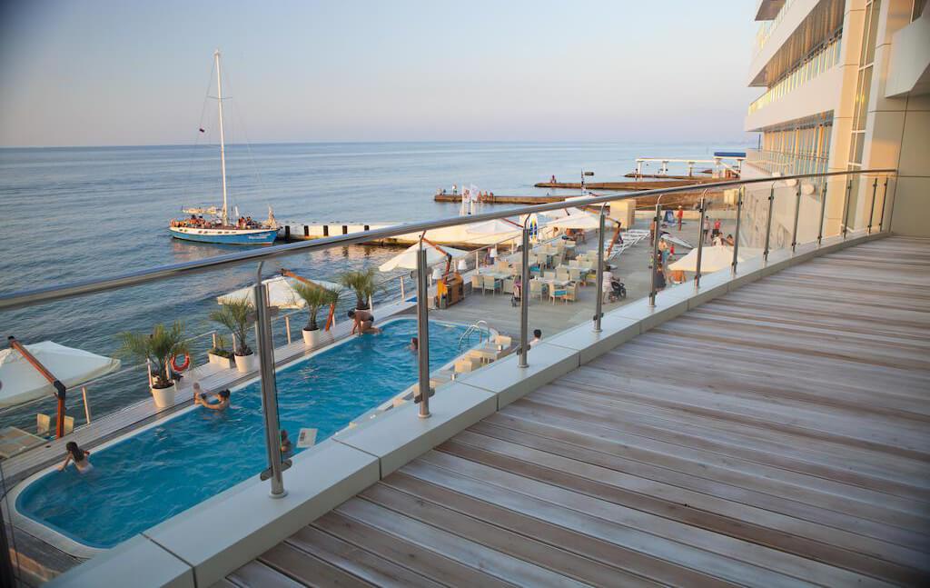 Фото отеля Sanremo в Сочи - гостиница на первой линии, у самого моря