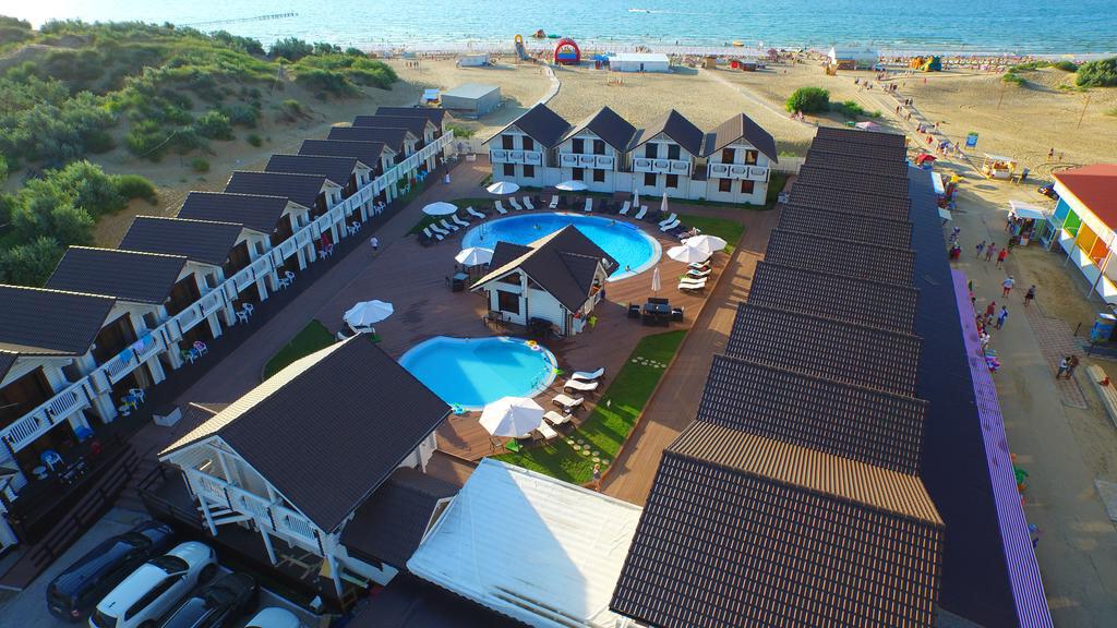 Фото отеля Белый пляж в Джемете. Иллюстрация к разделу «Отели Джемете на первой линии»
