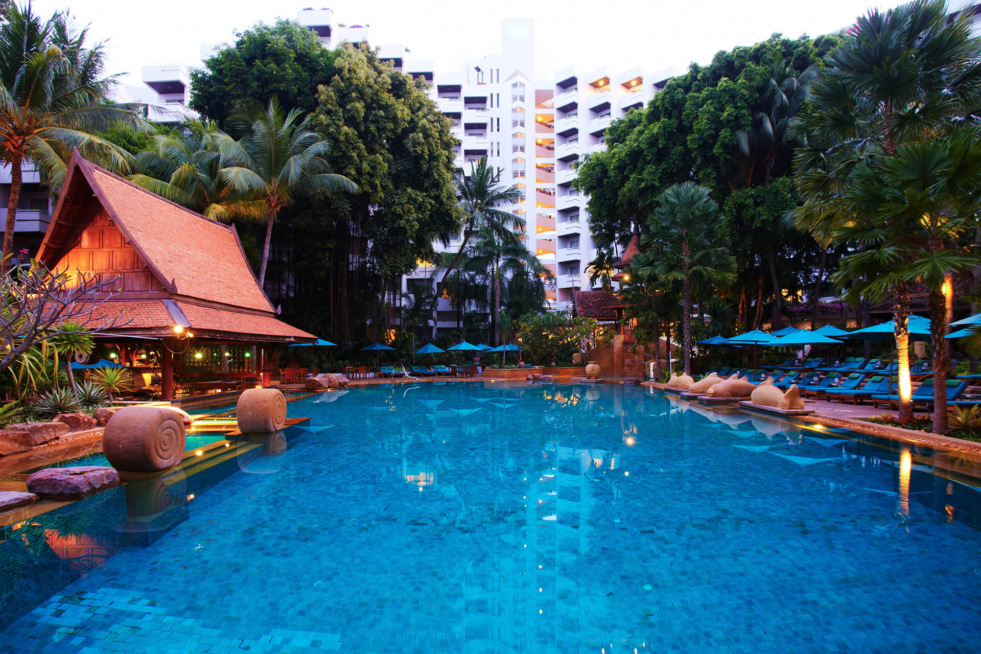 Фото бассейна в отеле AVANI Pattaya Resort & Spa