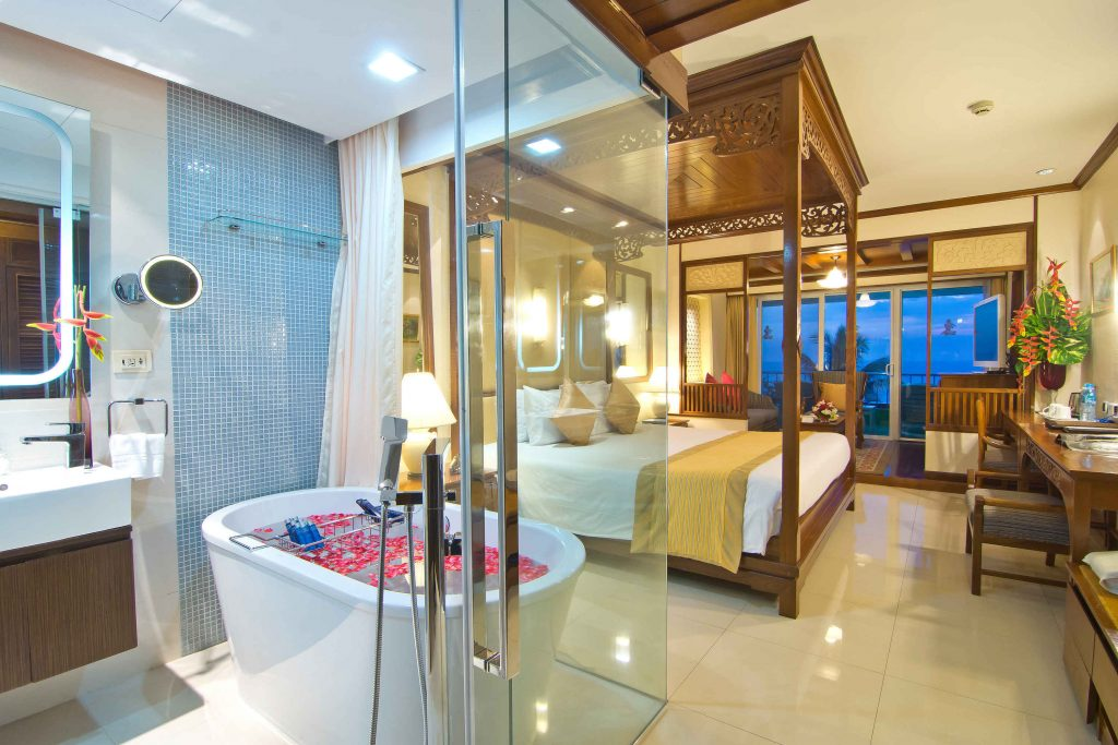 delyuks-dlya-novobrachnyh-v-royal-cliff-beach-terrace-hotel-pattaya (2)