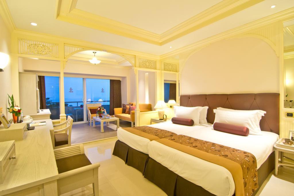 mini-lyuks-v-royal-cliff-beach-hotel-pattaya