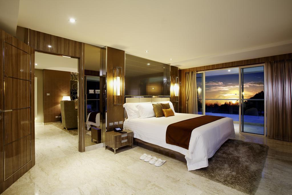 Фото номера в отеле Centara Grand Phratamnak Pattaya