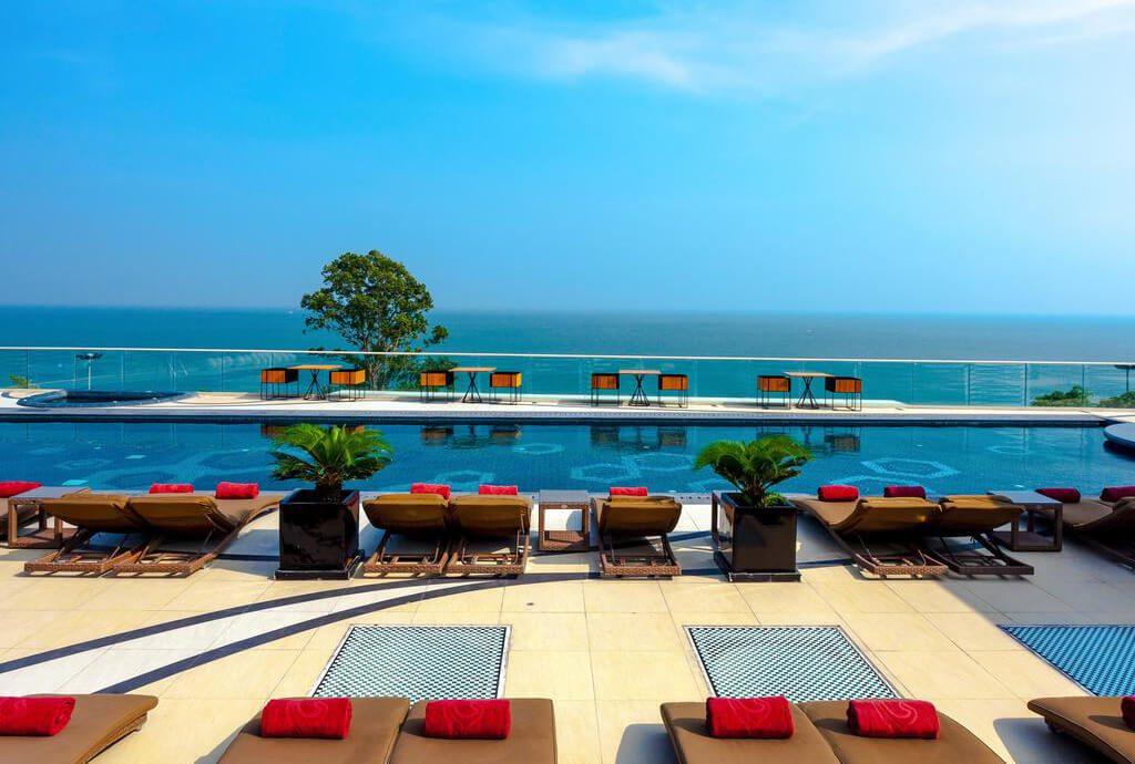 Фото отеля Centara Grand Phratamnak в Паттайе
