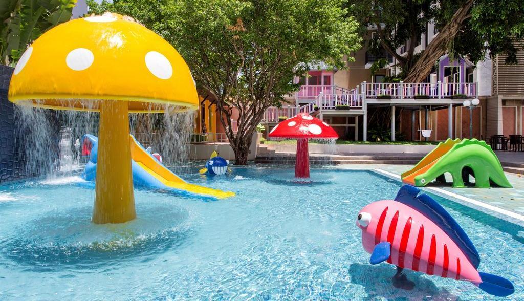 Мини-аквапарк в The Bayview Hotel Pattaya