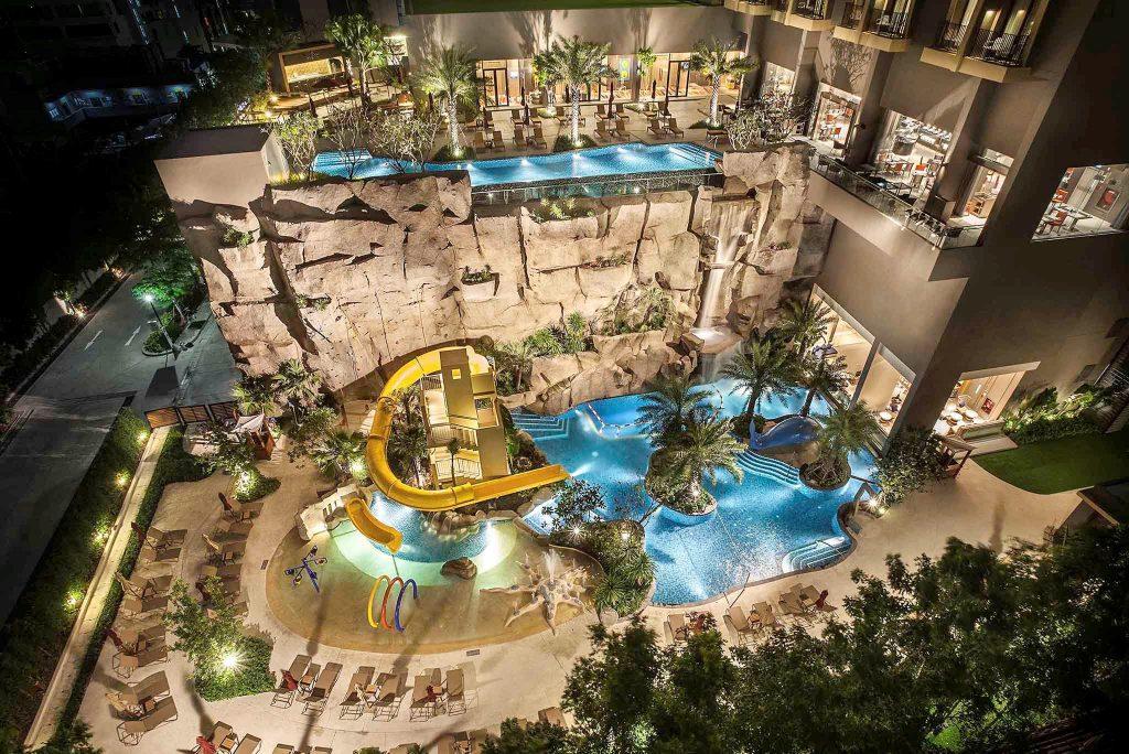 Фото бассейна с водной горкой в отеле Mercure Ocean Resort (Паттайя)
