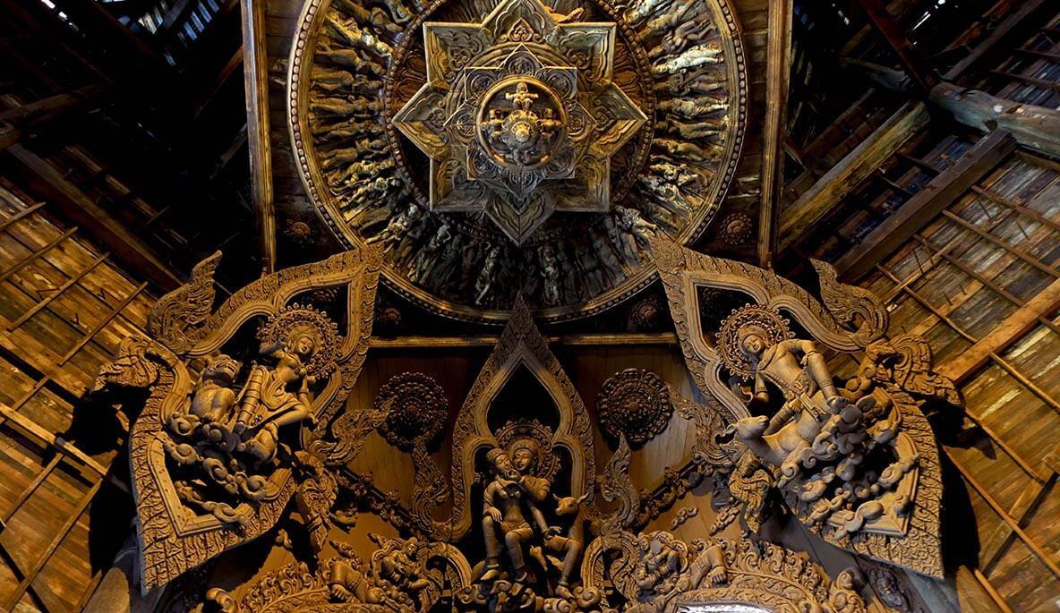 Фото интерьера храма Истины в Паттайе