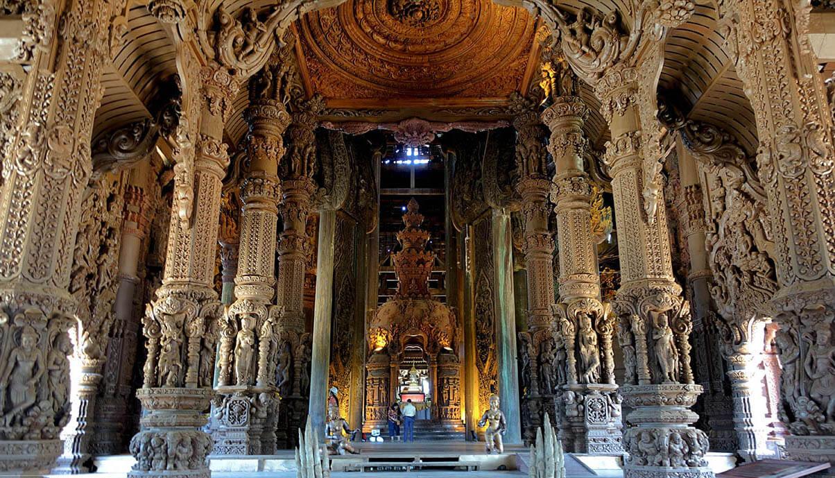 Фото главного зала храма Истины в Паттайе