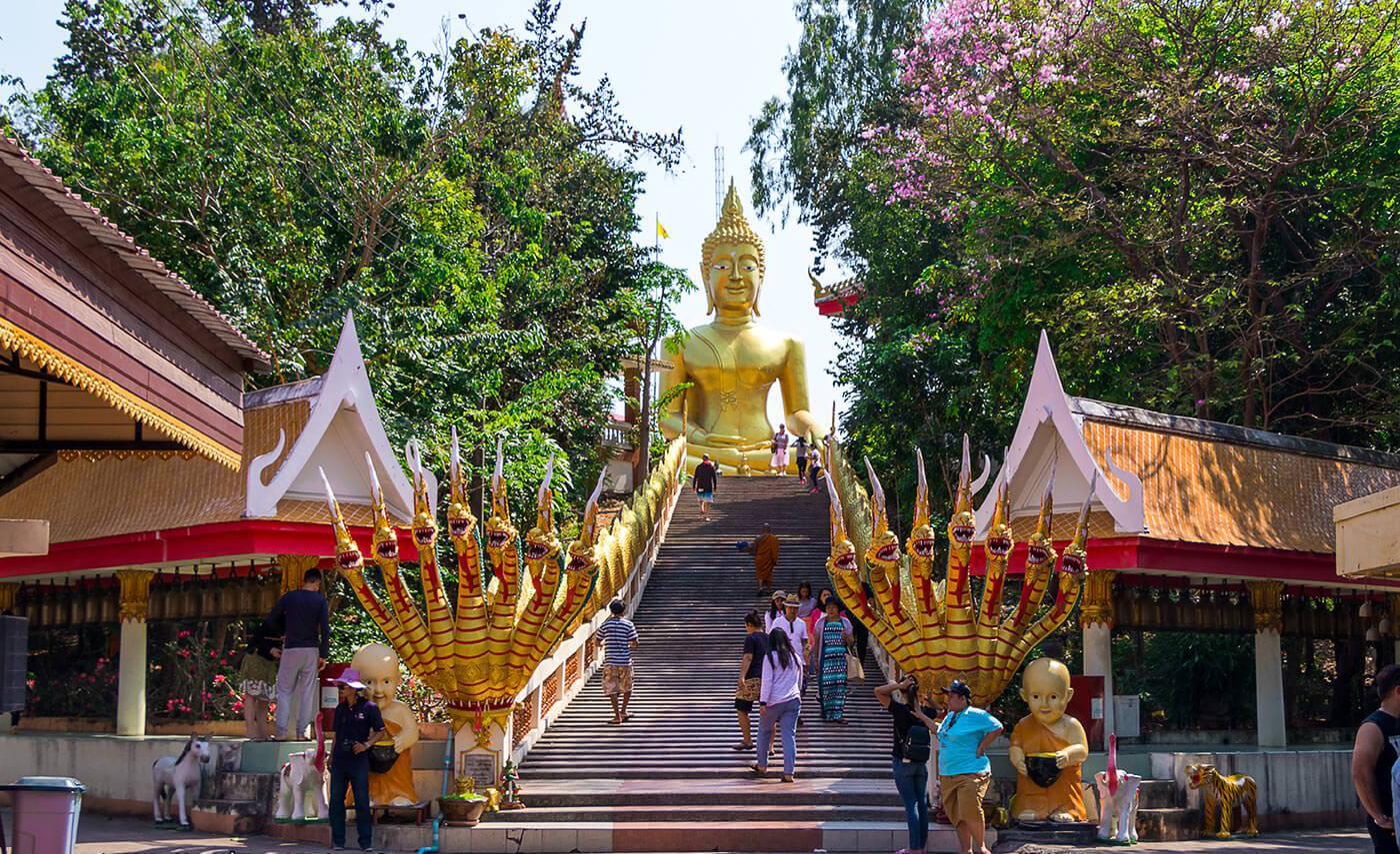 Фото храма Ват Пра Яй в Паттайе