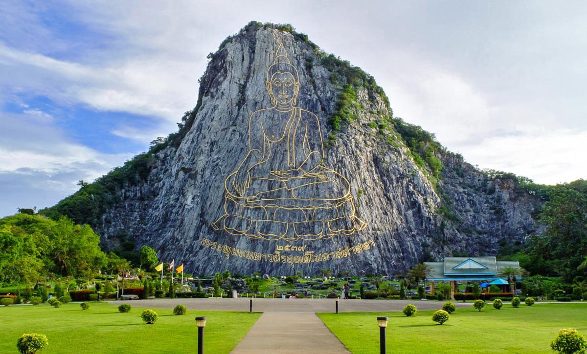Фото изображения Будды на скале в Паттайе