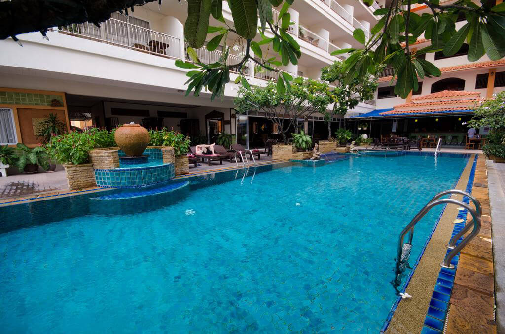 Хорошие отели недалеко от центра Паттайи встречаются. Например, Sabai Wing