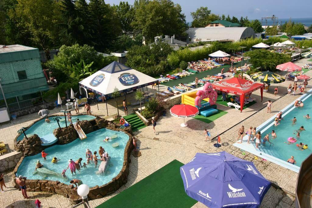 Детские горки в аквапарке отеля Адлеркурорт