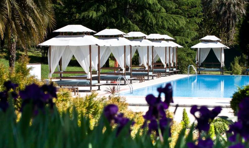 foto-bassejna-v-otele-rodina-grand-hotel2