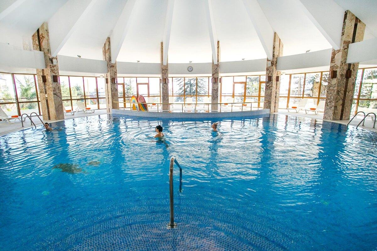 Крытый бассейн в Лоо, в отеле «Русский Дом Дивный 43°39°» (3 звезды)