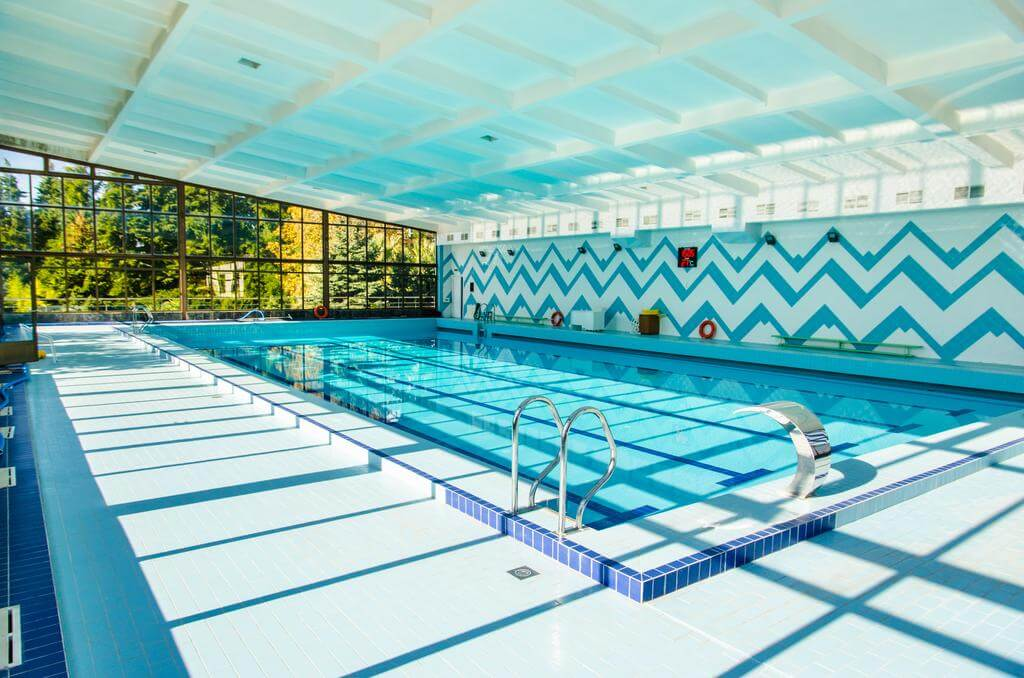Фото бассейна в пансионате «Изумруд» (2 звезды, Адлер)