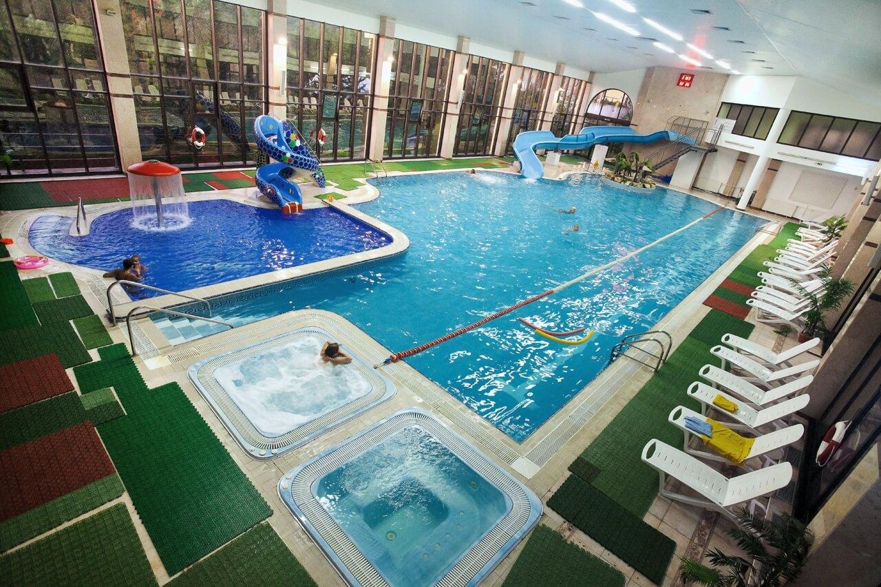 Фото крытого подогреваемого бассейна в Дагомысе