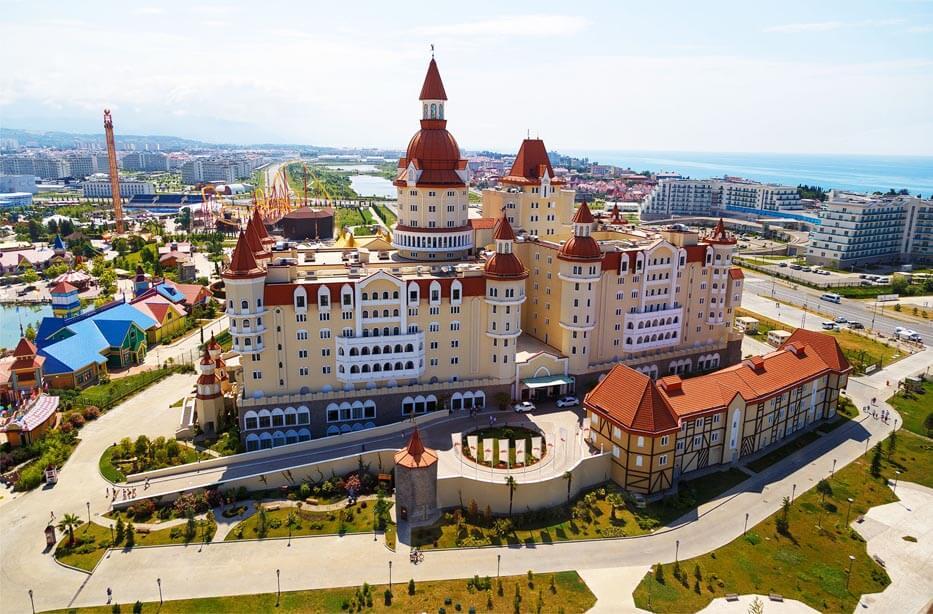 """Общий вид отеля """"Богатырь"""" в Адлере"""