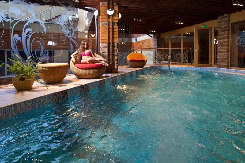 """Небольшой, но приятный крытый бассейн в отеле """"Парус"""" (Сочи)"""