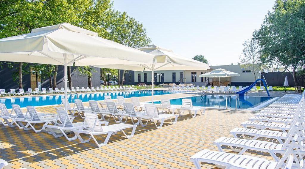 Фото бассейна в парк-отеле «Восход»