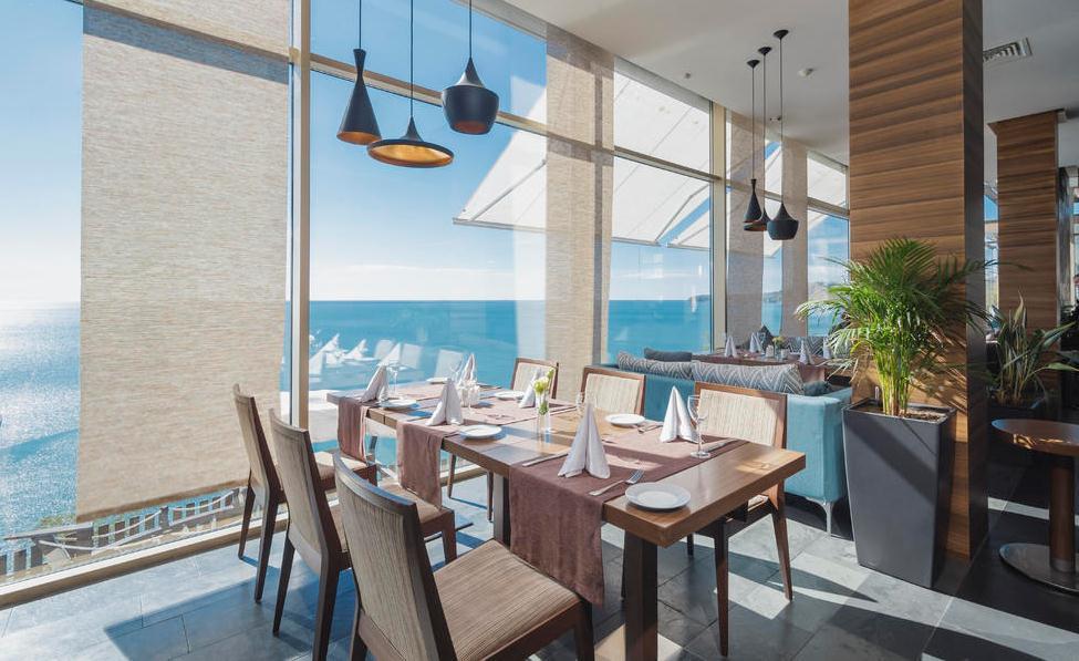 Фото ресторана в отеле Lavicon Hotel Collection (Небуг)