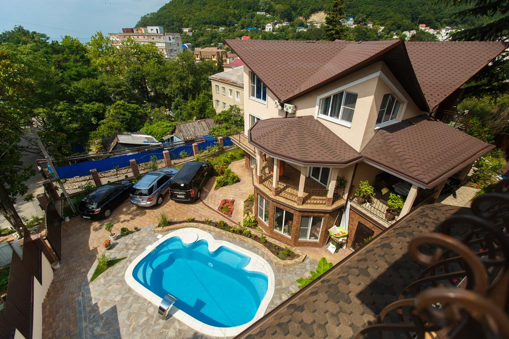 Фото гостевого дома Gold House в Туапсе