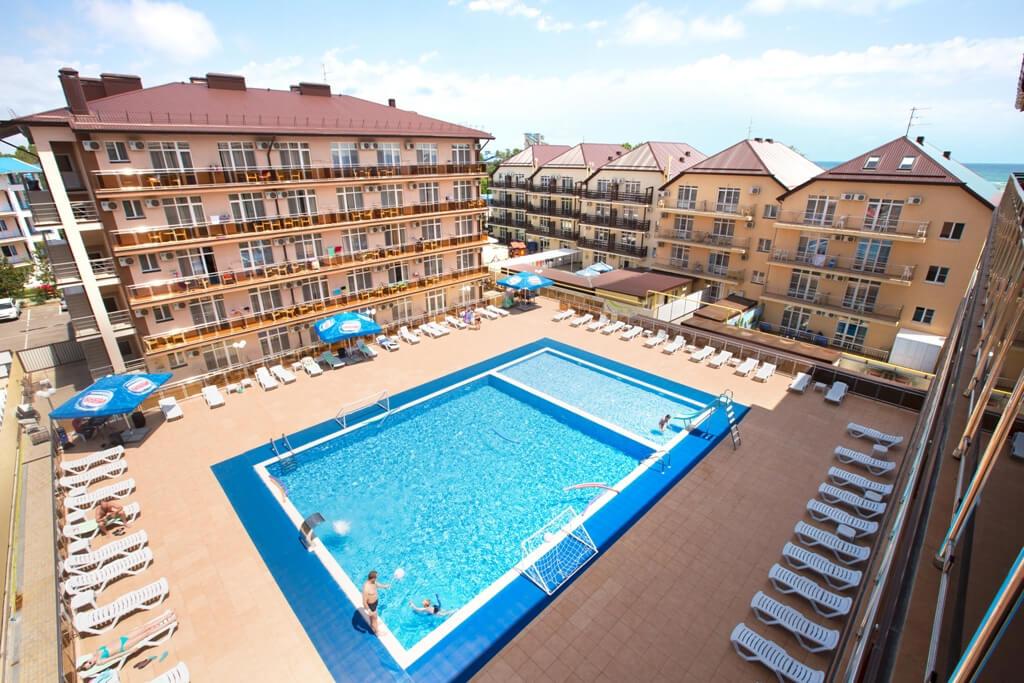 Фото бассейна с подогревом в отеле Гранд Прибой