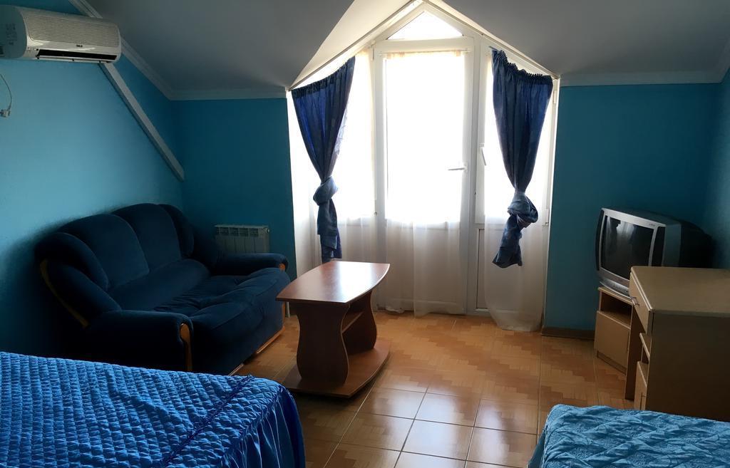 Фотография номера в гостевом дома Артика (Витязево)