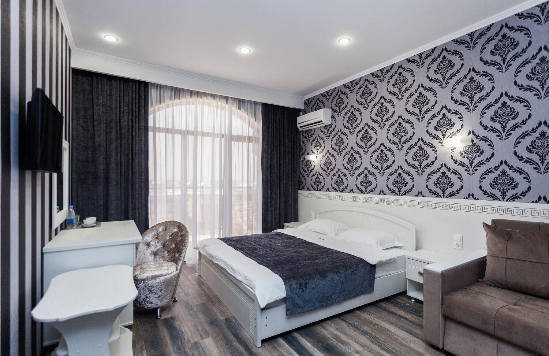 Фотография номера категории делюкс в гостинице Абсолют в Витязево