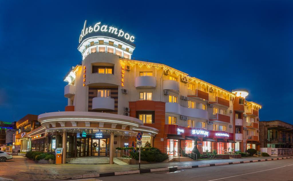 Фото здания гостиницы Альбатрос в Анапе