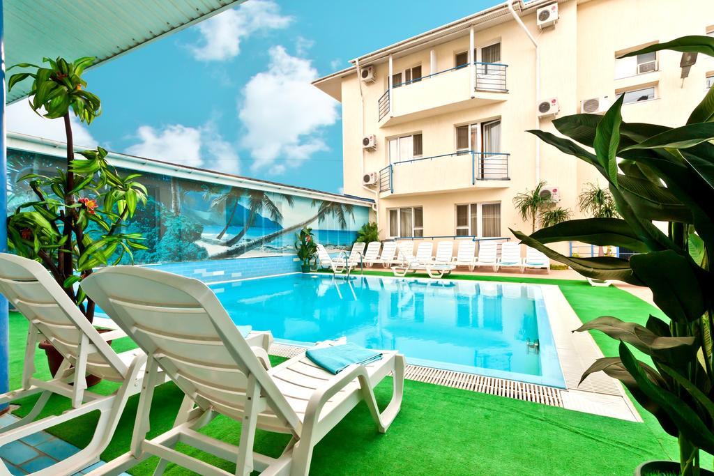 Фото бассейна в гостиница Альбатрос (Анапа)