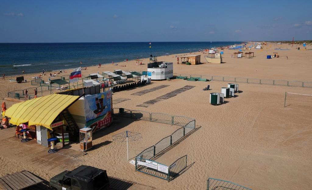 Фото пляжа отеля «Золотые дюны» в Витязево