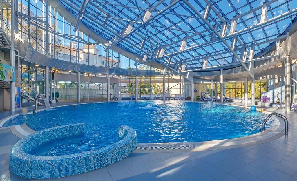 Фотография бассейна в санатории «Зеленый гай»