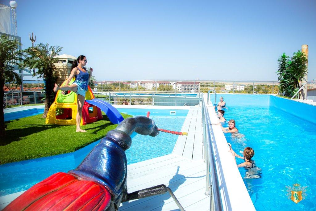 Фото бассейна в all inclusive отеле «Французский квартал» (Витязево)