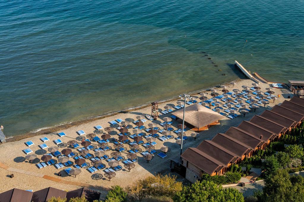 «Золотая бухта» (Анапа) – отель на берегу моря с бассейном
